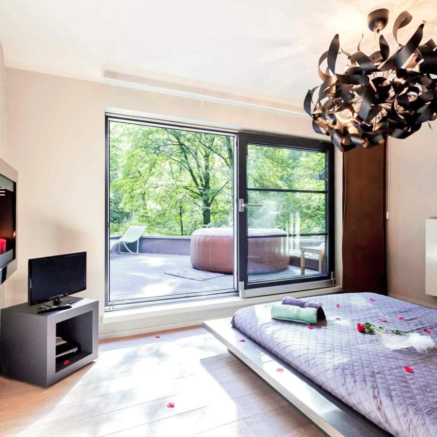 Chambre et balcon au 1001 nuits à Charleroi
