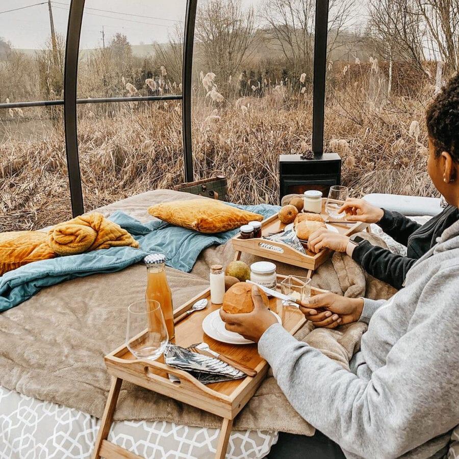 Petit déjeuner en amoureux à La Bulle du Marais à Ciney