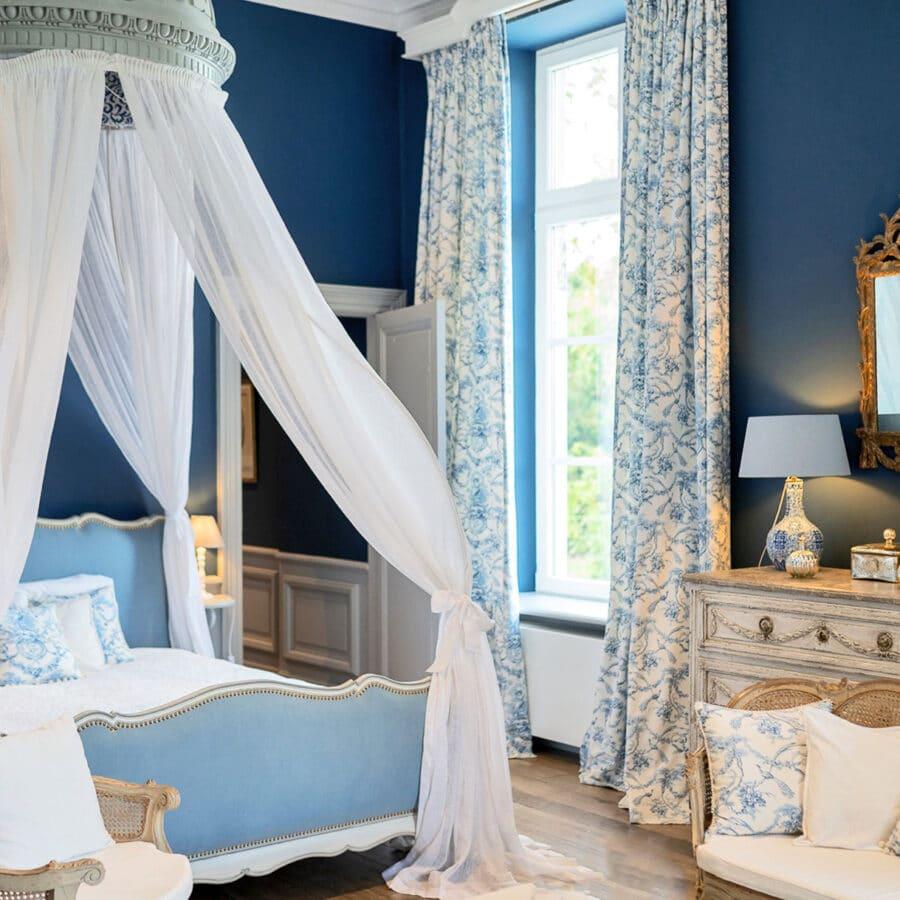 Chambre bleu au Château Bayard à Namur