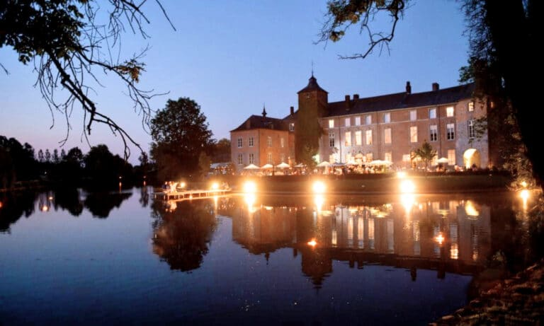 Château Bayard de nuit à Namur