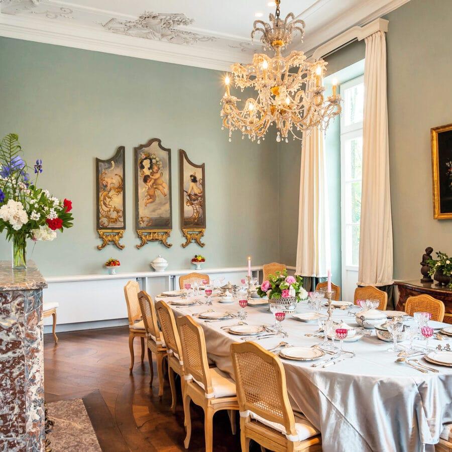 Salon bleuté au Château Bayard à Namur
