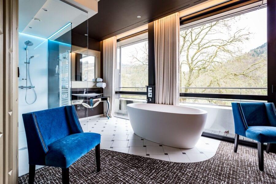 <p>Une sélection des hôtels les plus romantiques et intimistes en Belgique, souvent avec jacuzzi privatif ou piscine.</p>