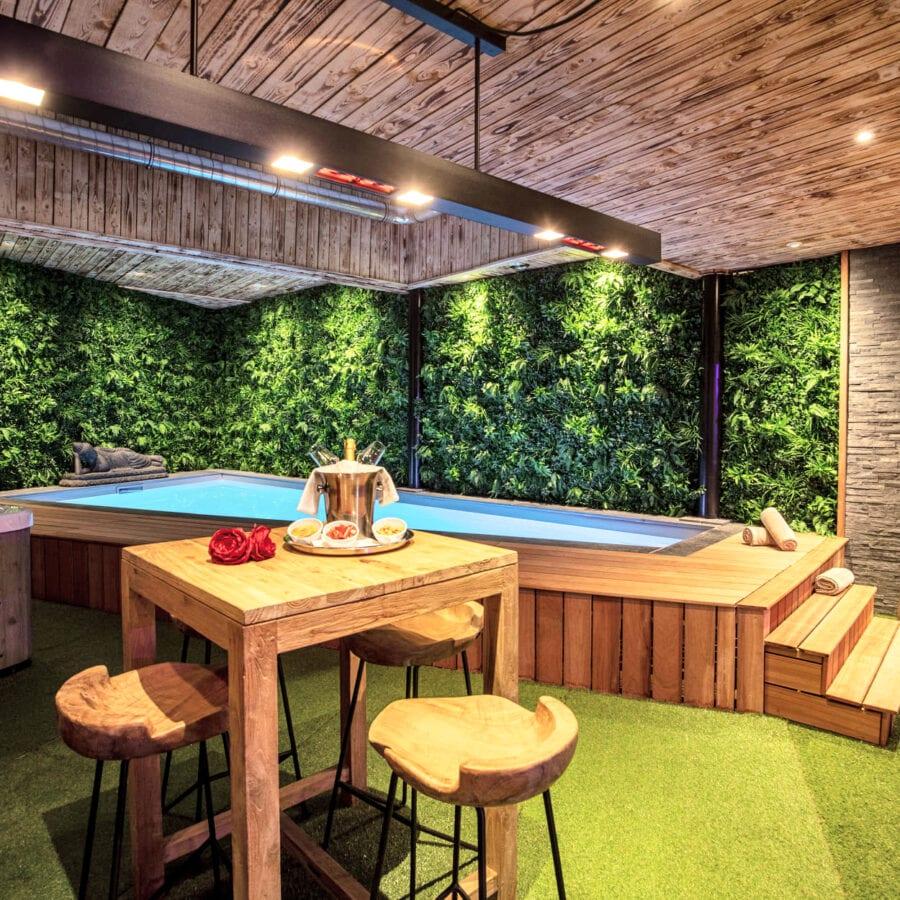 Garden Suite côté jacuzzi et piscine au Clos des Thermes à Liège