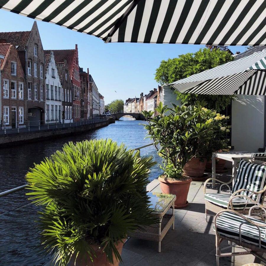 Vue sur le canal de l'hôtel Van Cleef à Bruges