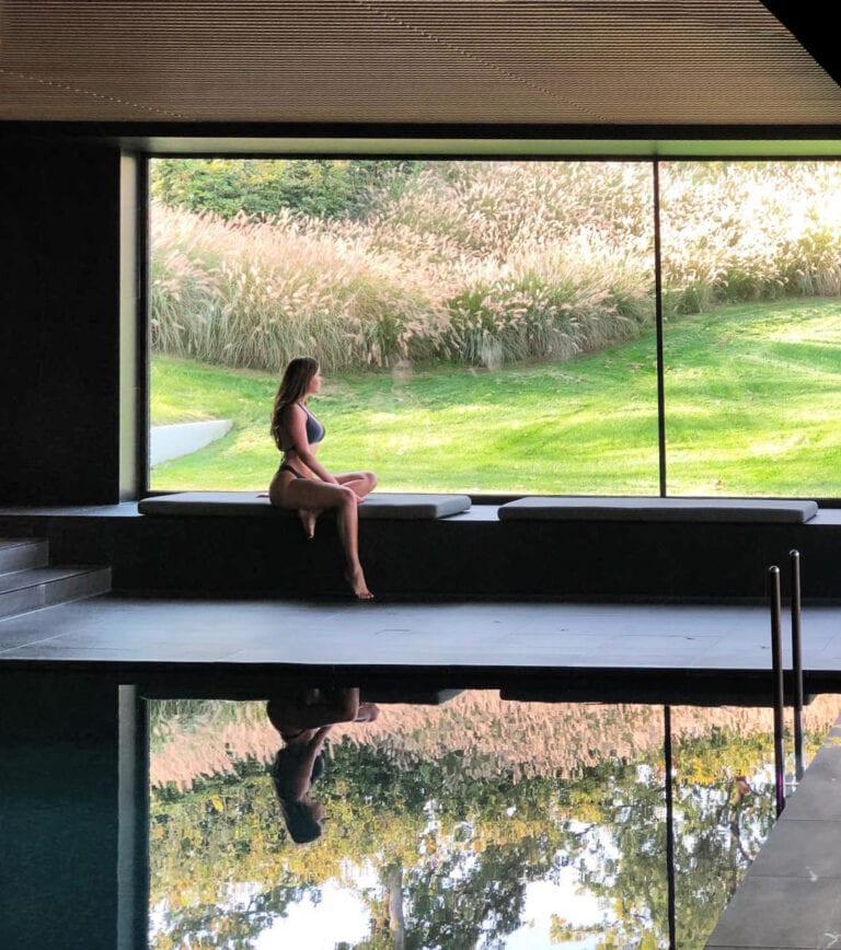 Moment détente à la piscine à La Butte aux Bois à Lanaken