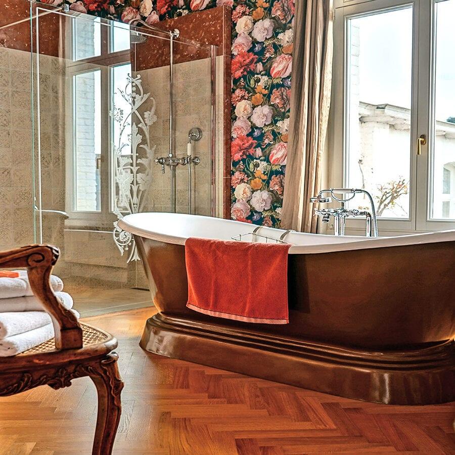Salle bain élégante à la Villa Balat à Namur