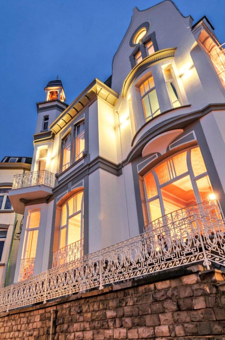 La Villa Balat de nuit à Namur