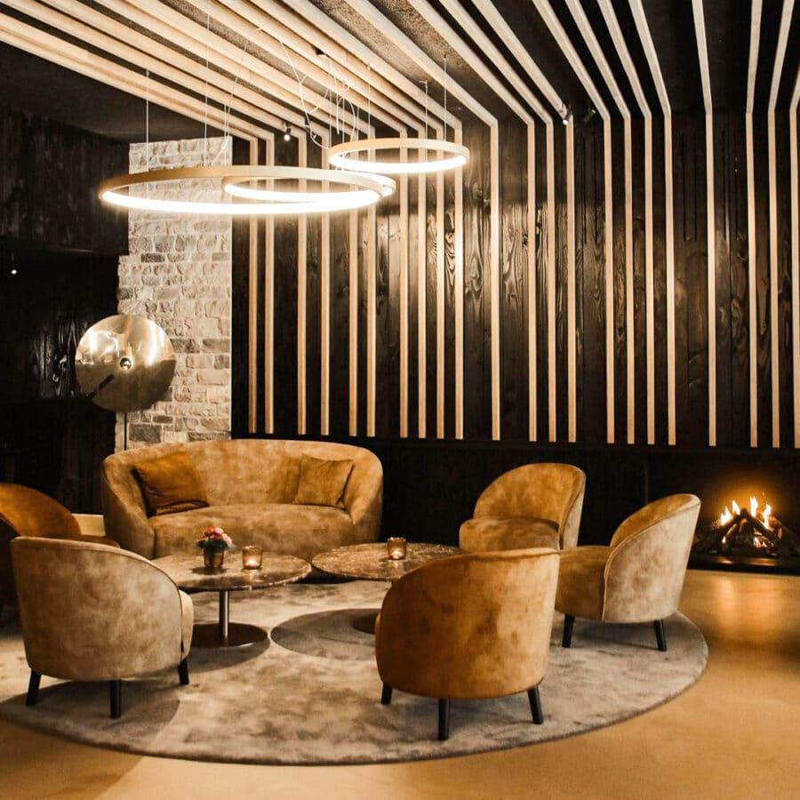 Salon lumineux au Sanglier des Ardennes à Durbuy