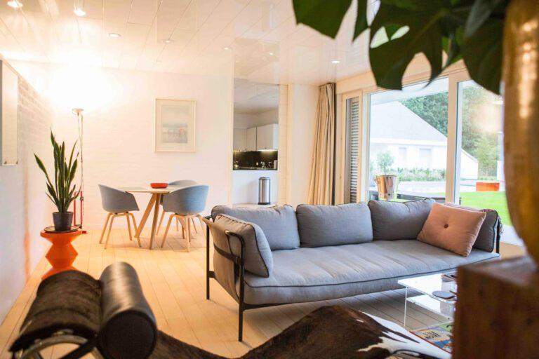 Canapé confortable à la Maison Jazz à Bruges