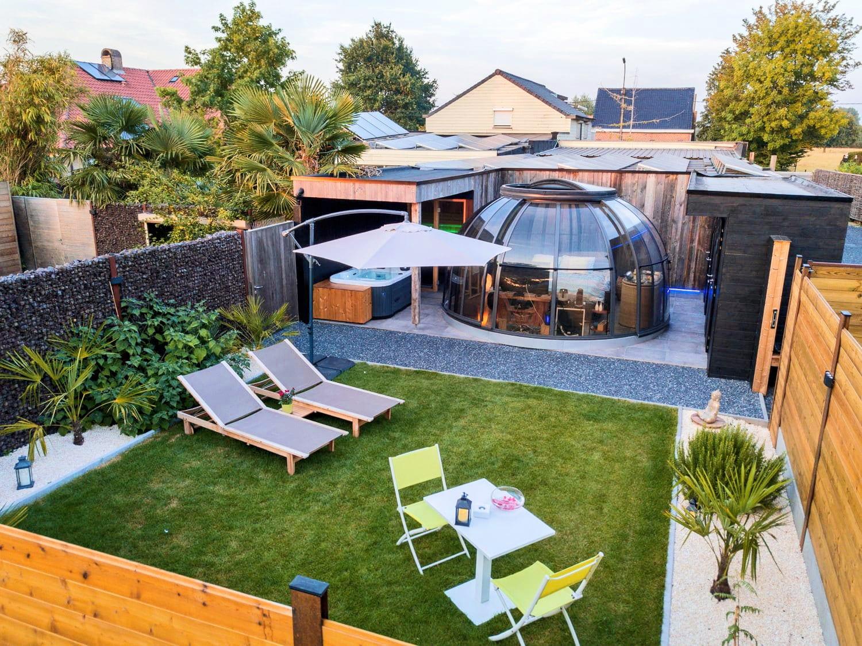 Jardin avec transats à Mil'Eau à Gand