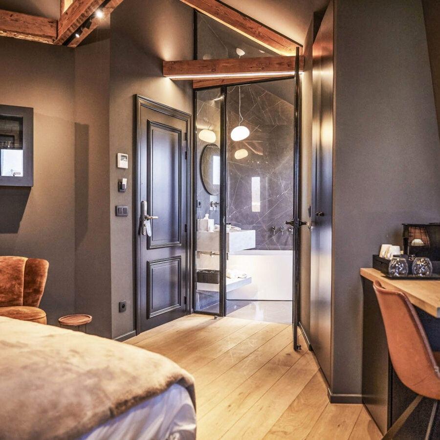 Salle de bain de la Chambre Eros de l'hôtel Oniro à Tournai