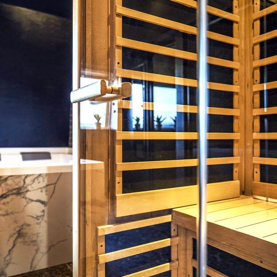 Sauna de la Suite Utopia de l'hôtel Oniro à Tournai
