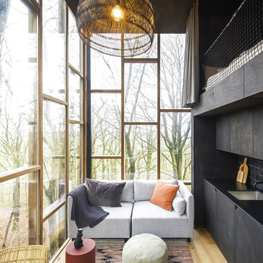 Salon et cuisine du Glass Cube à Stay Ici dans les Ardennes