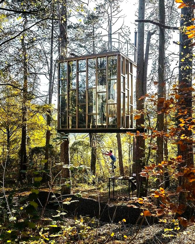 The Glass Cube en automne à Stay Ici dans les Ardennes