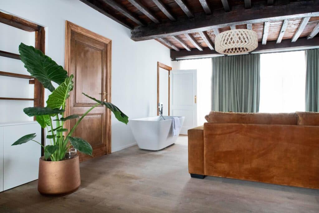 Côté salon et bain à The Green House à Anvers