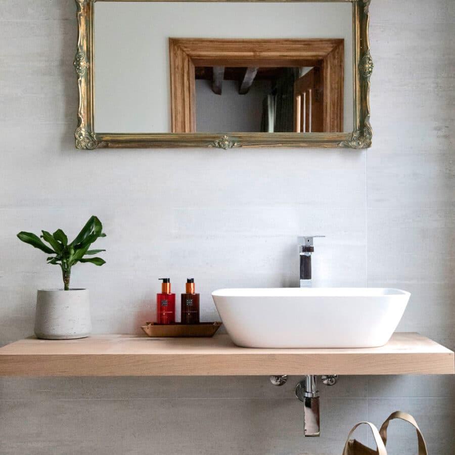 Evier et miroir à The Green House à Anvers