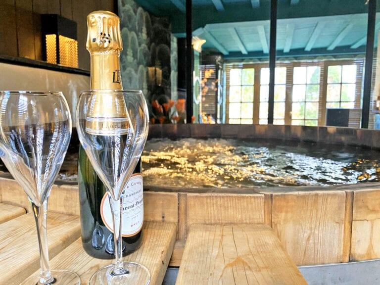 Jacuzzi et champagne à The Secret Garden à Bruges