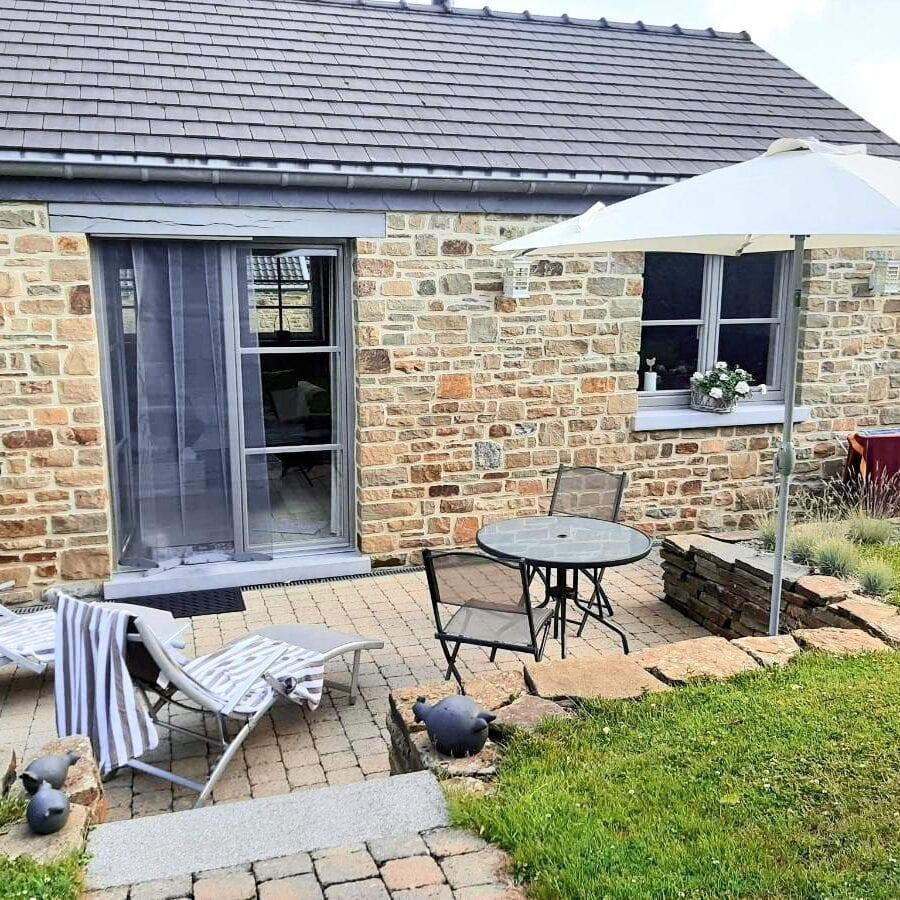 Jardin avec terrasse et transats à un Air de Campagne à Sprimont
