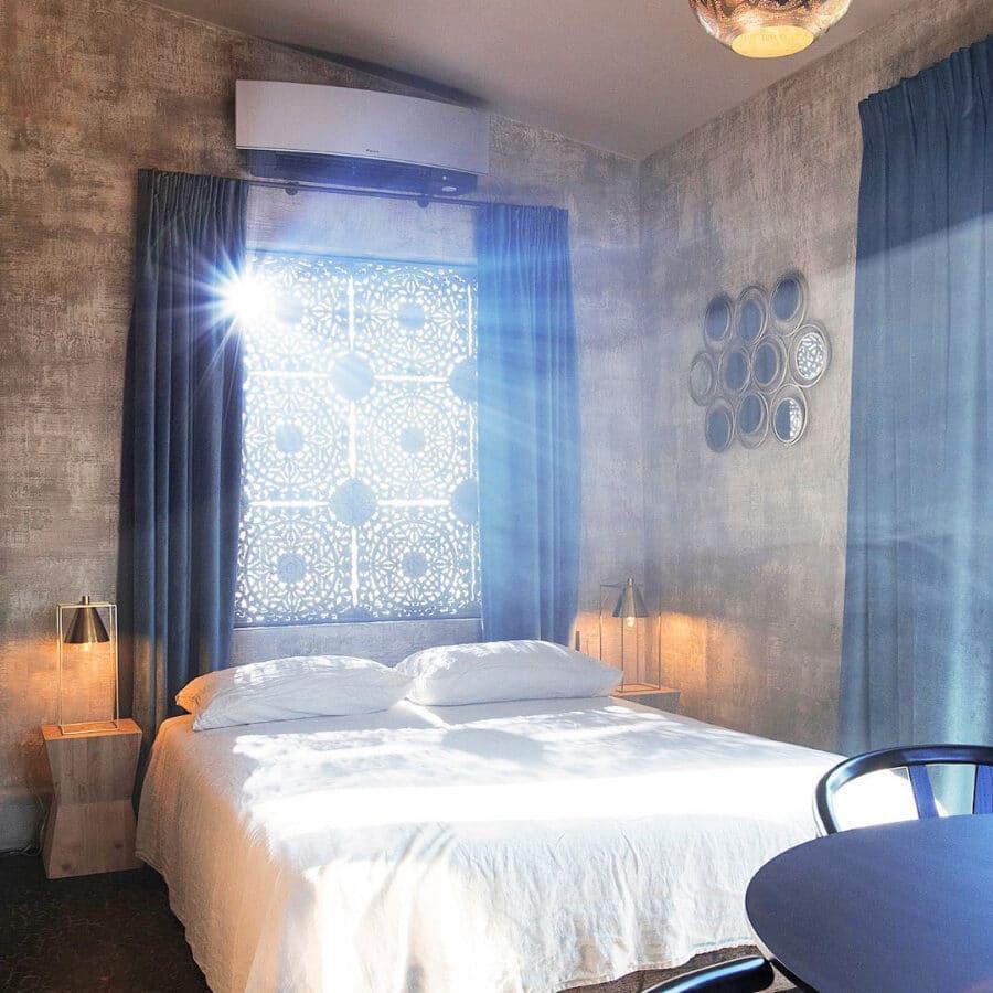 Chambre illuminée à Hoeve La Cascina à Gand