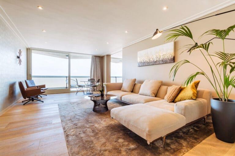 Chambre avec canapé à l'hôtel Andromeda à Ostende