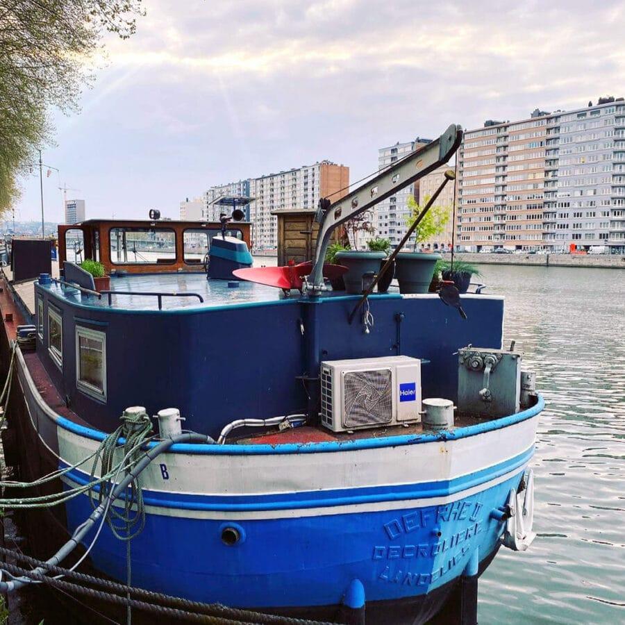 Vue de devant de la Cabine du Capitaine à Liège