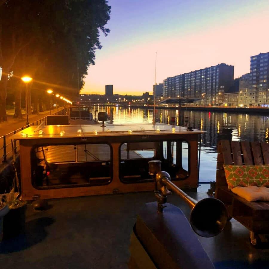 Terrasse de nuit à la Cabine du Capitaine à Liège