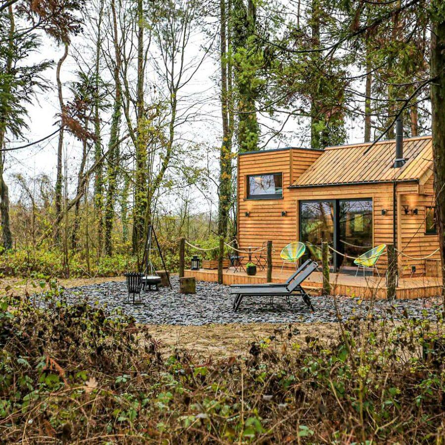 Vue de la Tiny House Mini Toit depuis la forêt à Rochefort