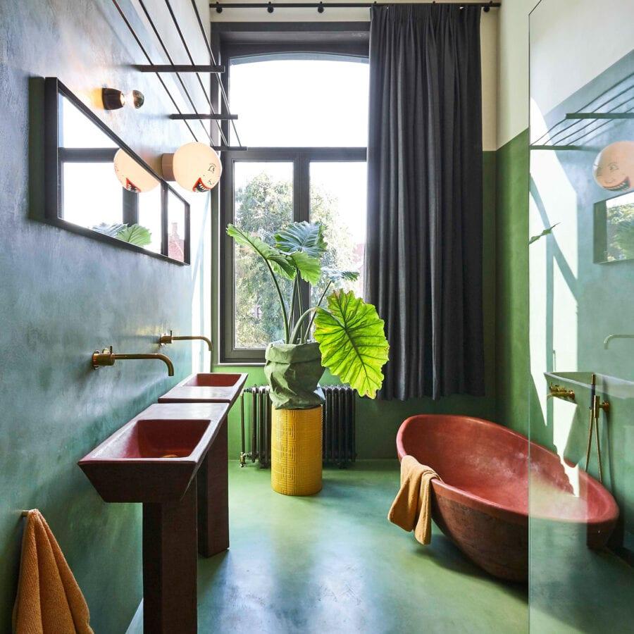 Salle de bain verte au King of O.J. à Bruges