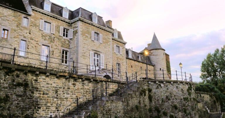 Couché de soleil sur le Château de La Chapelle à Anthisnes
