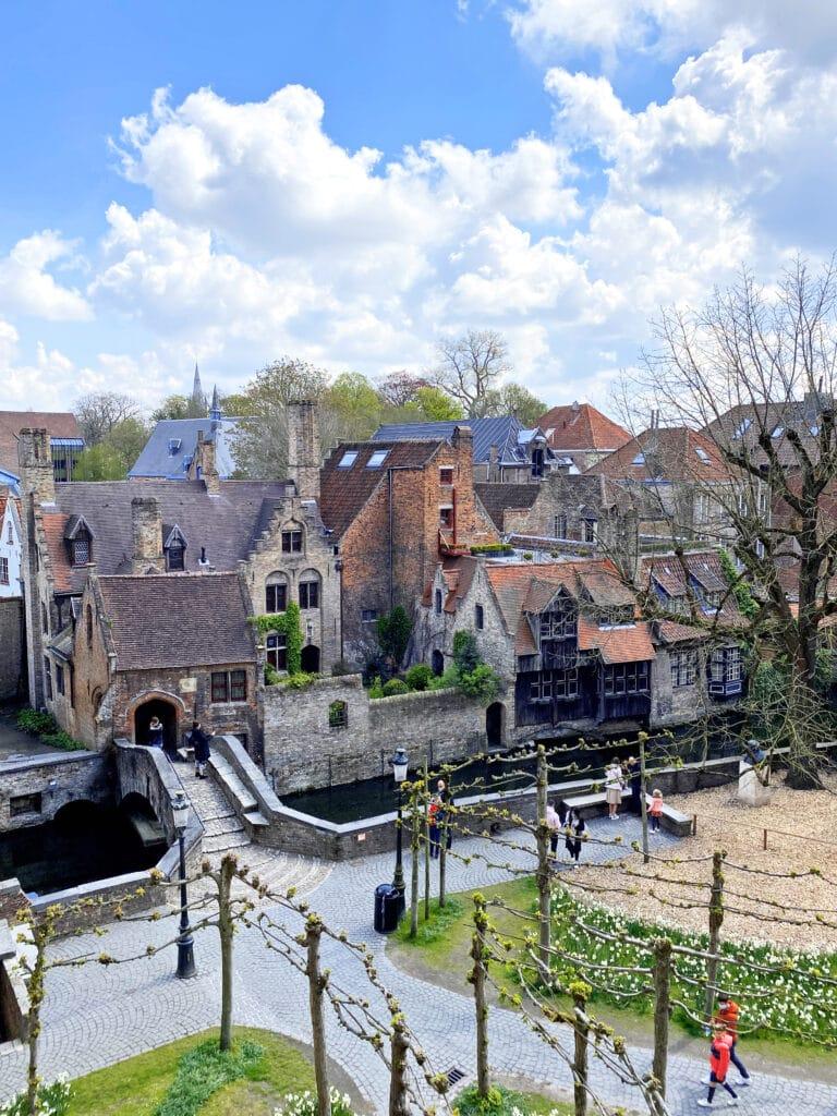 Vue du ciel de Nuit Blanche à Bruges
