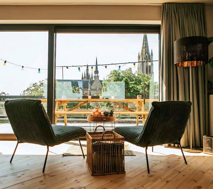 Canapé face à la vue au Studio Rooftop 360 à Ypres