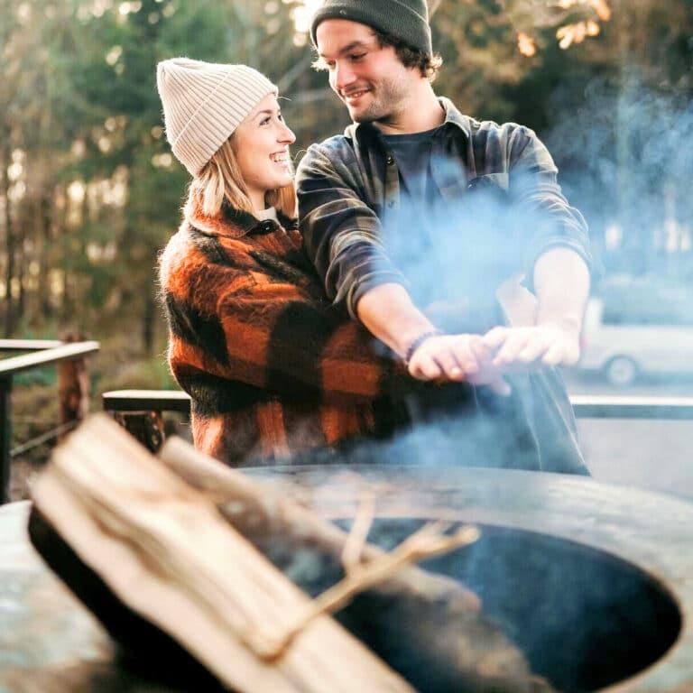 Couple d'amoureux à Écorces dans les Ardennes belges