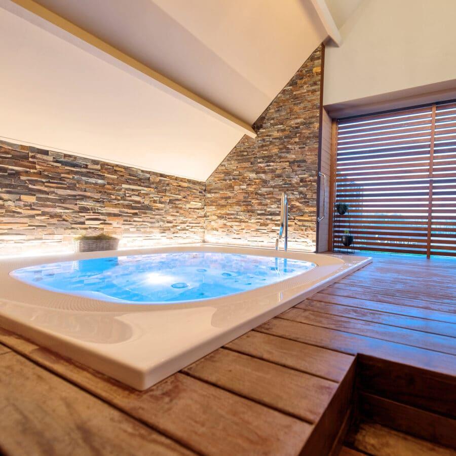 Jacuzzi à Octavie Aquasport Wellness Resort à Tournai