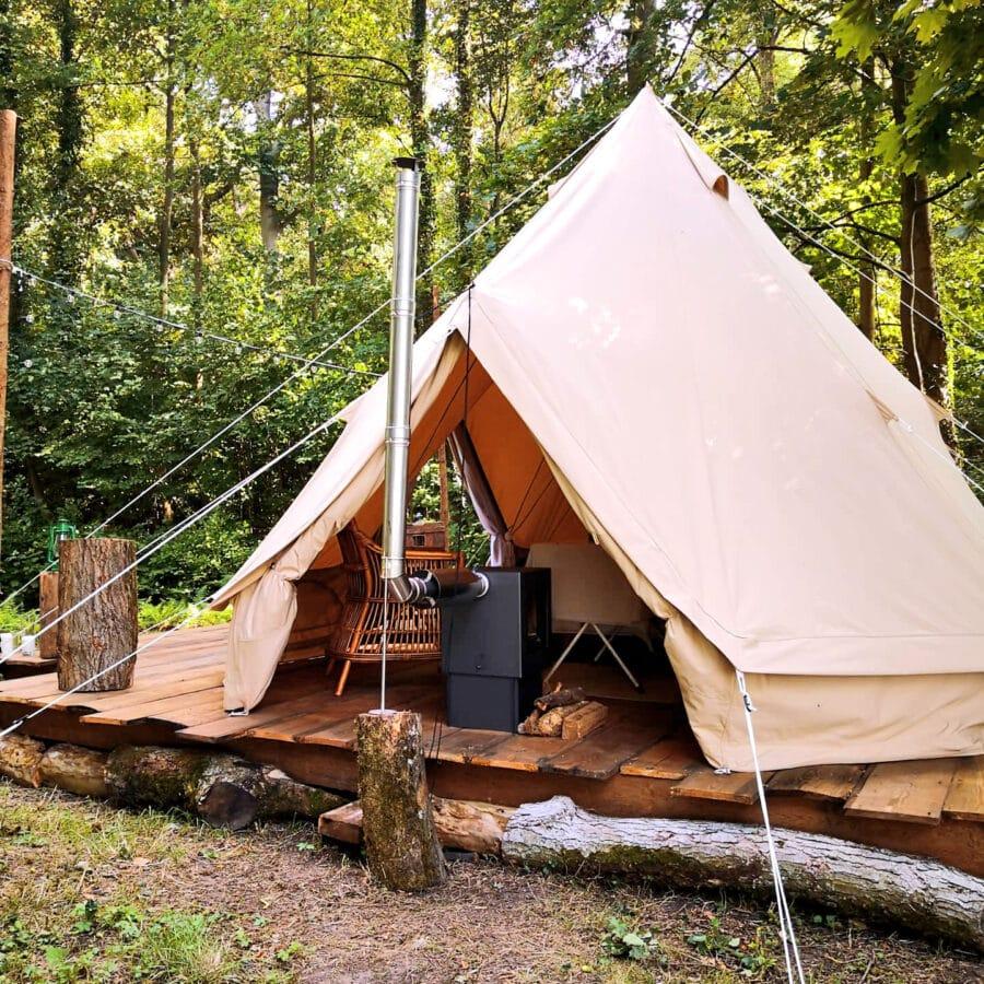 Poêle à bois et tente à Lakhota Glamping à Liège