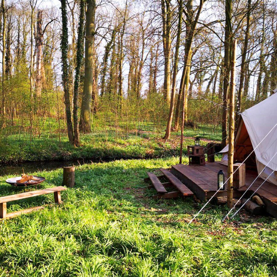 Entrée de la tente à Lakhota Glamping à Liège